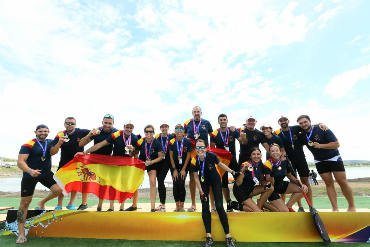 Spain's mixed team won gold in the small boat senior A final in Pattaya ©IDBF