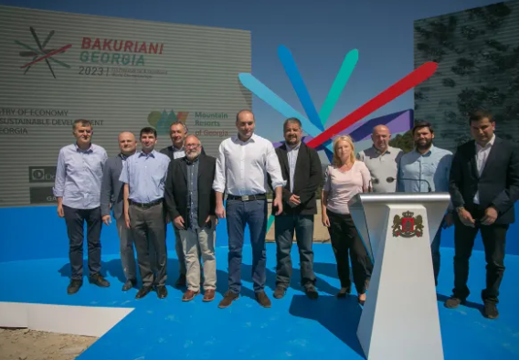 Plans were unveiled at Bakuriani Ski Resort, attended by Mamuka Bakhtadze, Prime Minister of Georgia, centre ©FIS