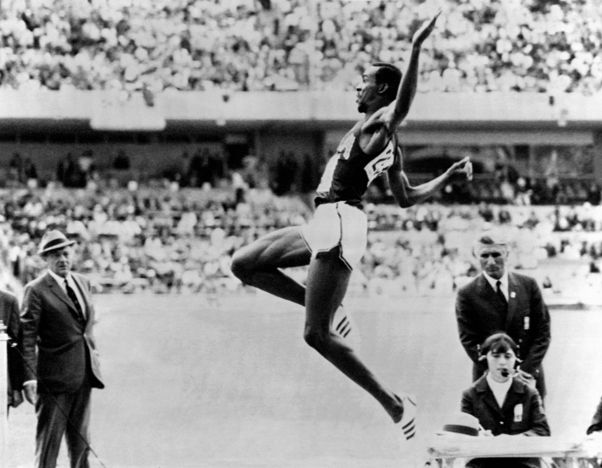 Bob Beamon enjoyed an epic long jump battle with Lynn Davies ©AFP/Getty Images