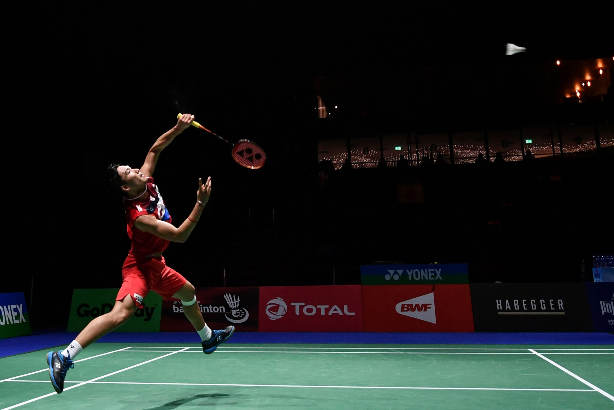 Defending champion Kento Momota eased into the men's singles semi-finals ©Getty Images