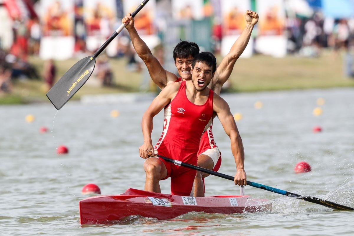 China's Qiang Li and Song Xing won the men's C2 500m final ©ICF