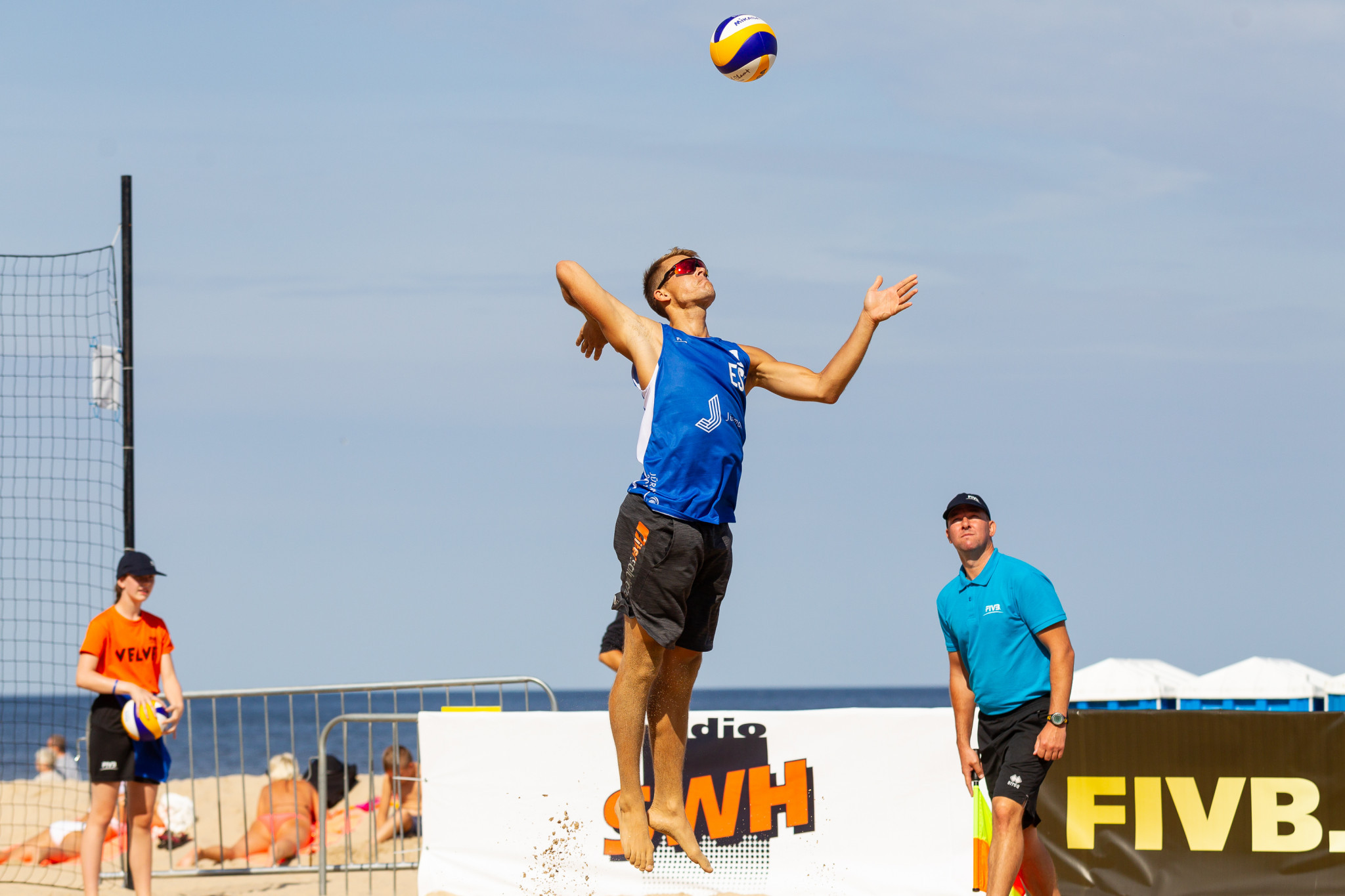Estonians Kusti Nõlvak and Mart Tiisaar reached the semi-finals with victory against Stafford Slick and William Allen from the United States ©FIVB