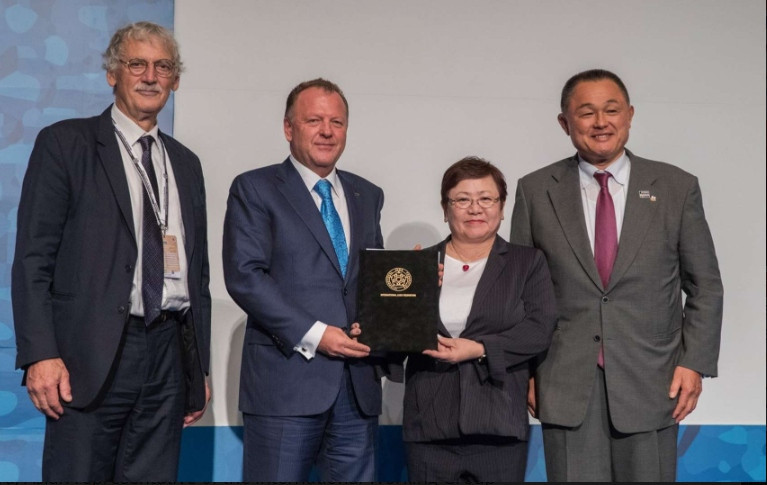 The treaty was signed by IJF President Marius Vizer at their Gender Equity Conference in Tokyo ©IJF