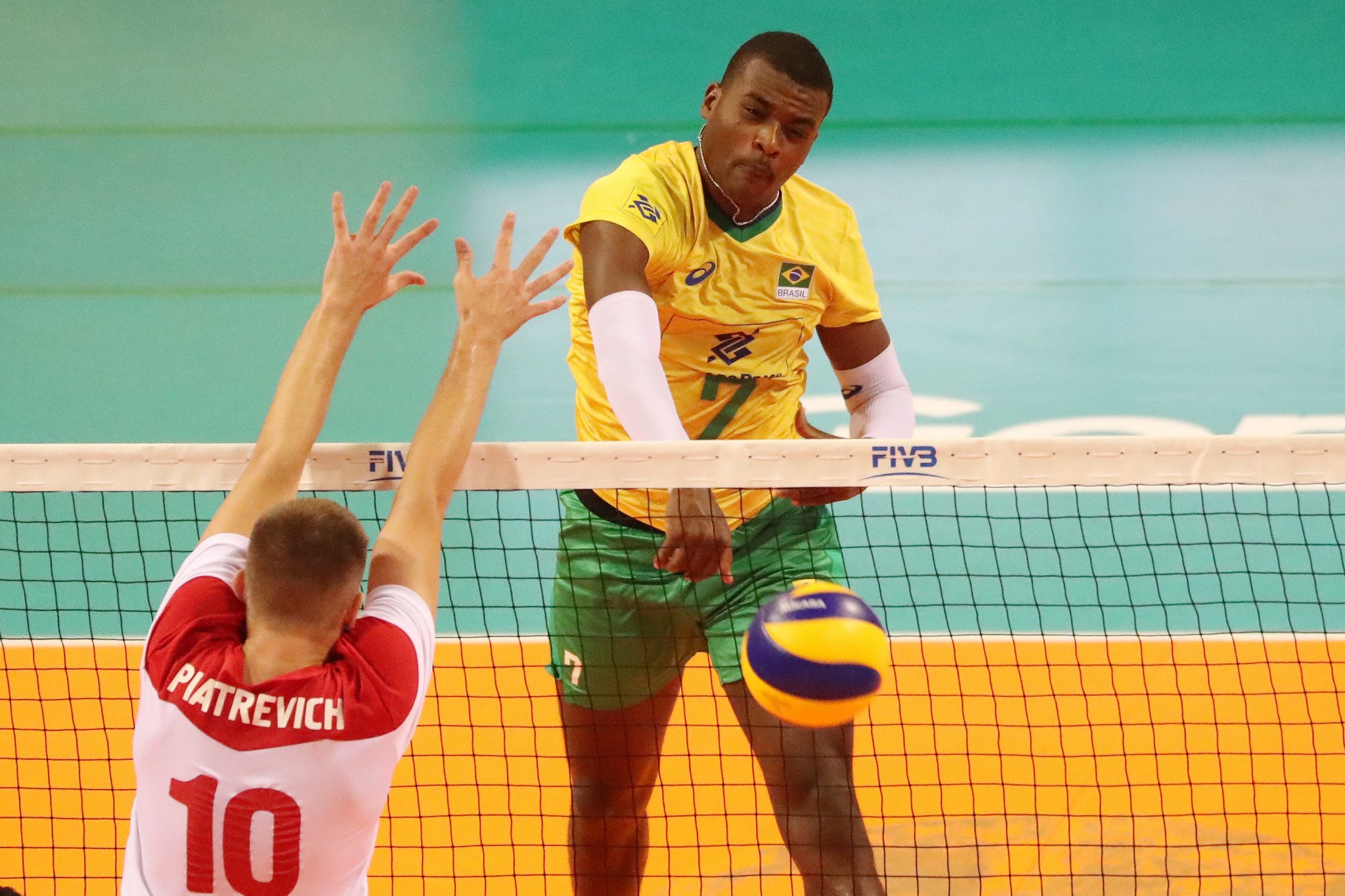 Paulo Ferreira of Brazil scored 18 points as the favourites defeated Belarus in Tunis ©FIVB