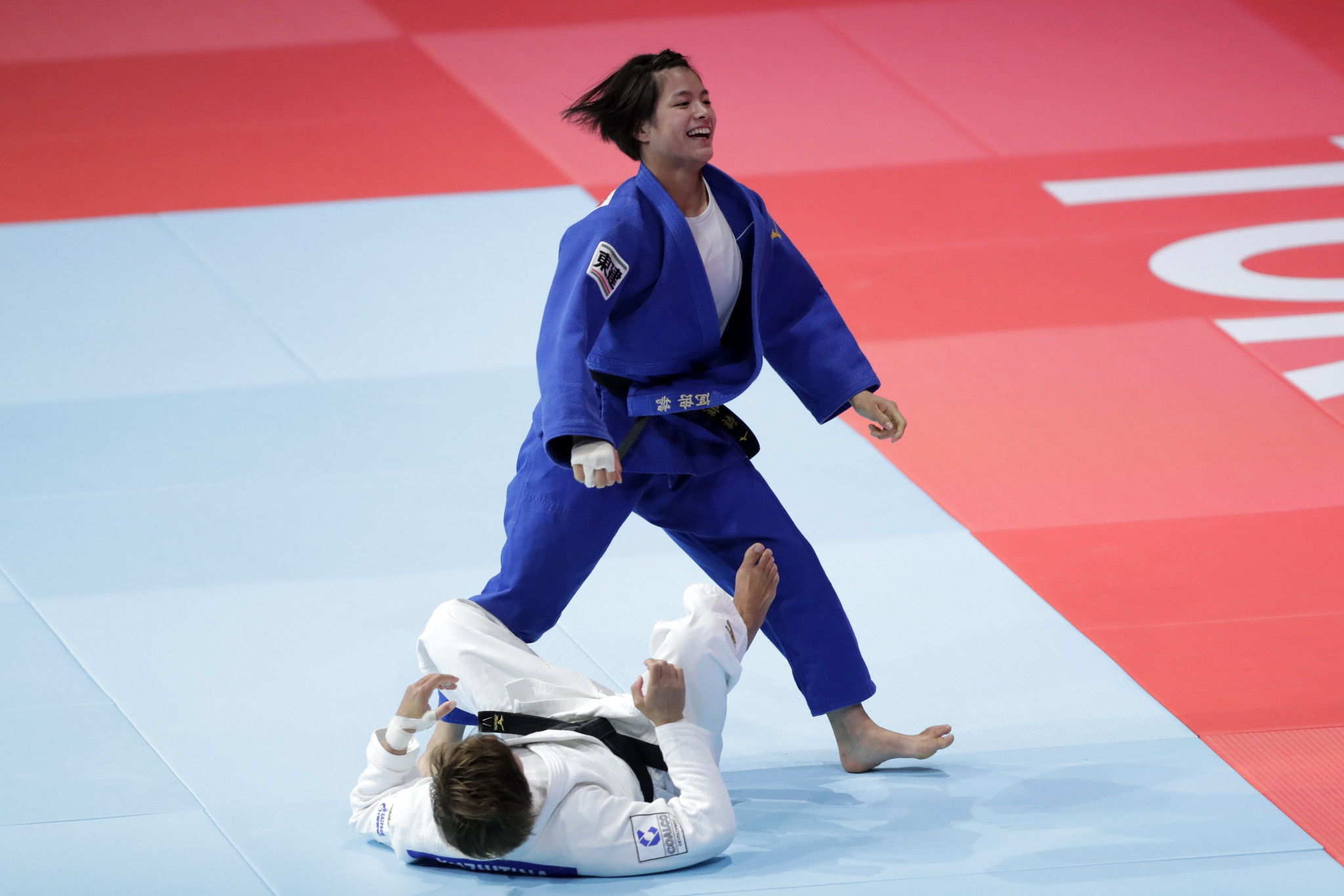Mixed night for Abe family as Uta wins gold but Hifumi falls