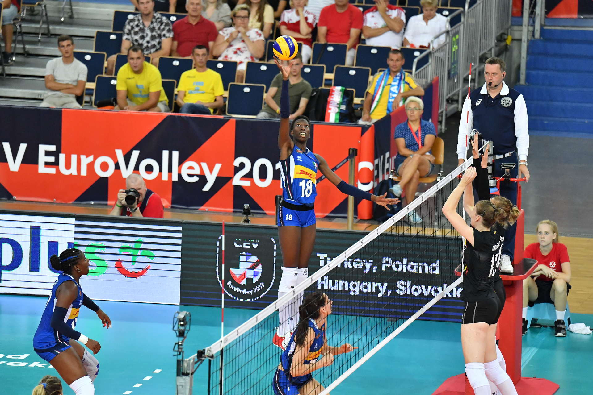 Italy defeated Belgium in straight sets in Pool B ©Twitter/ EuroVolley