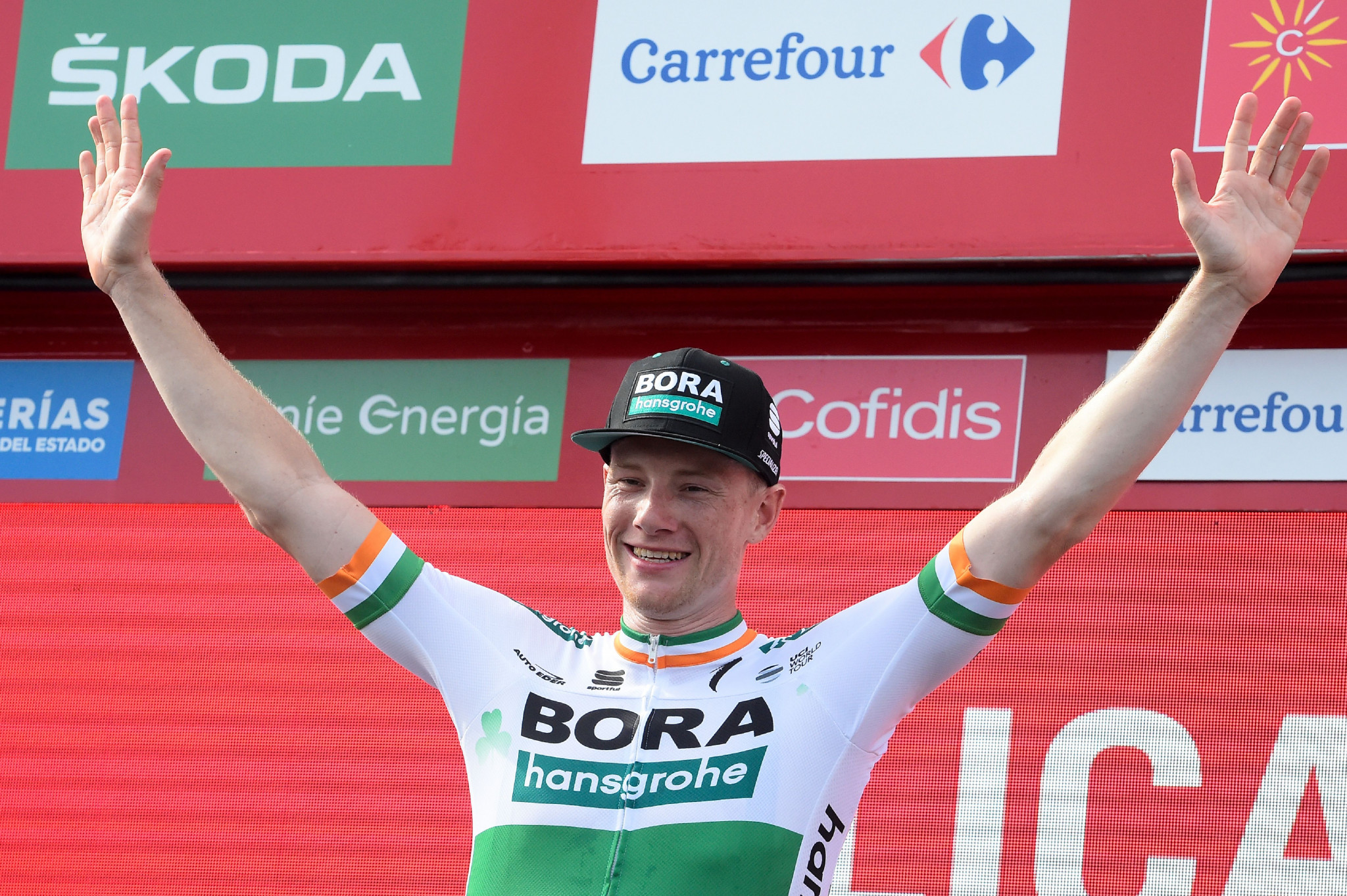 Bennett secures Vuelta a España stage three victory as Roche maintains overall lead