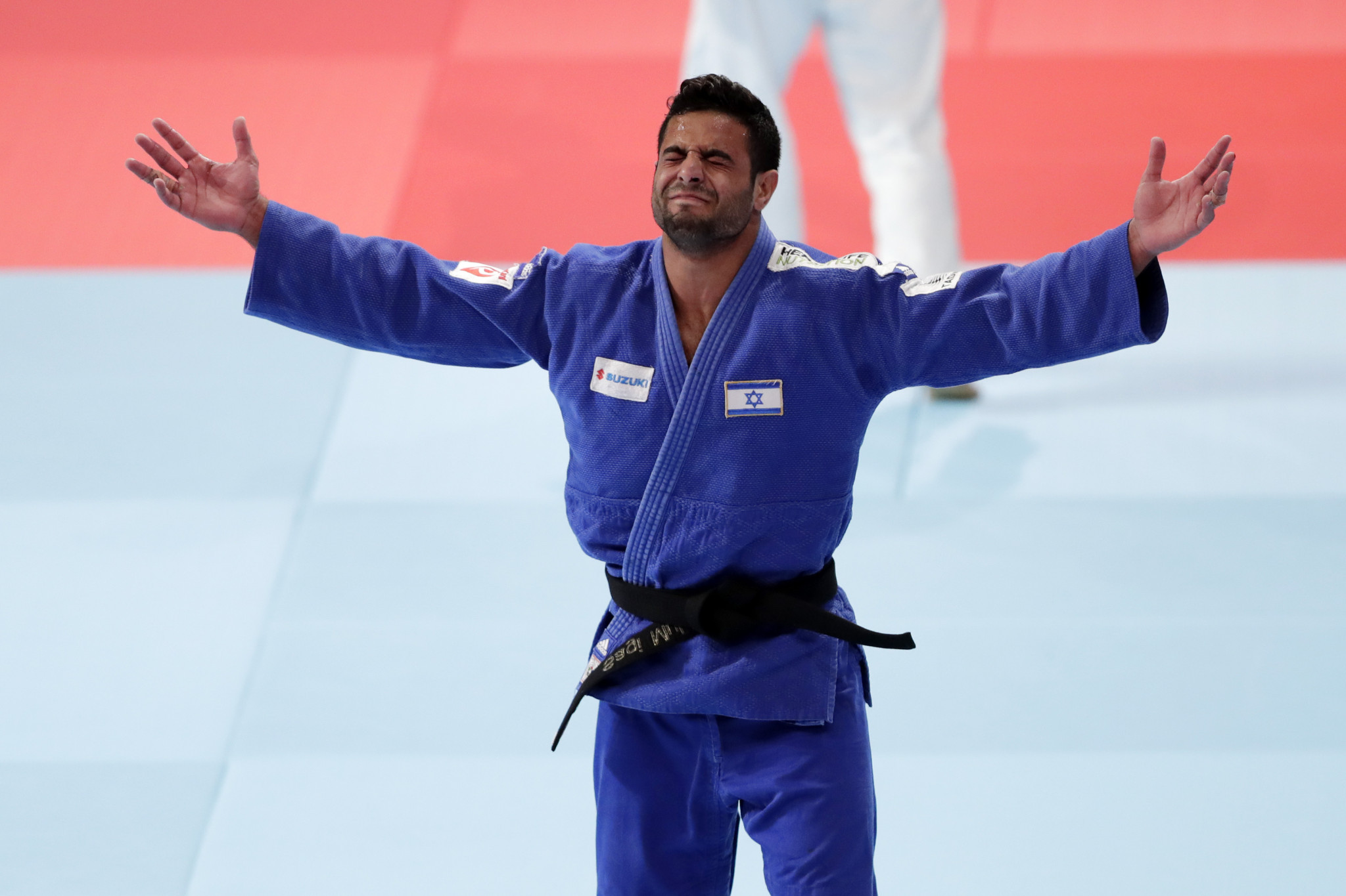 "Muki wins gold at IJF World Championships as Mollaei struggles with ""injury"""