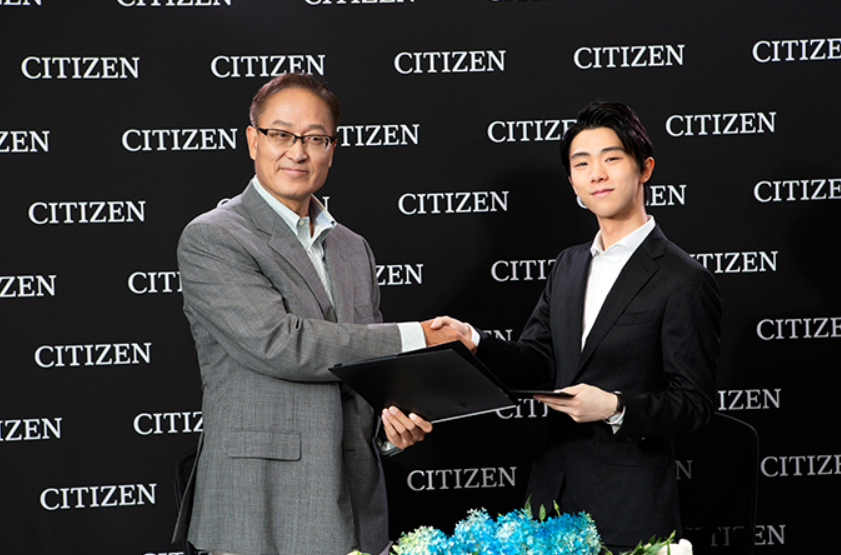 Signing Yuzuru Hanyu, right, is ideal timing for Citizen ©Citizen Watches