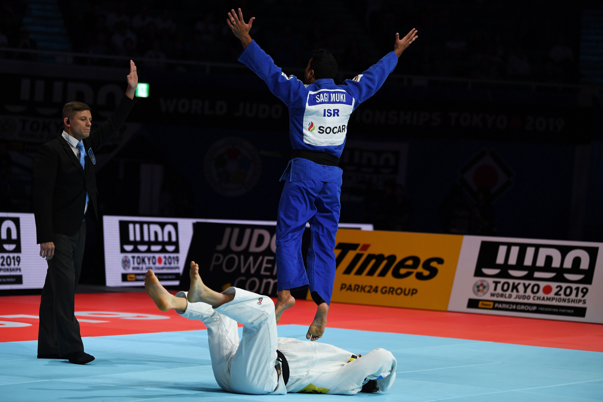 Muki leaps for delight after beating Belgium's Matthias Casse at the Nippon Budokan ©Getty Images