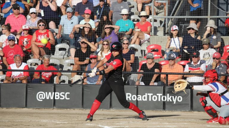 Canada beat Puerto Rico to top Group A ©WBSC