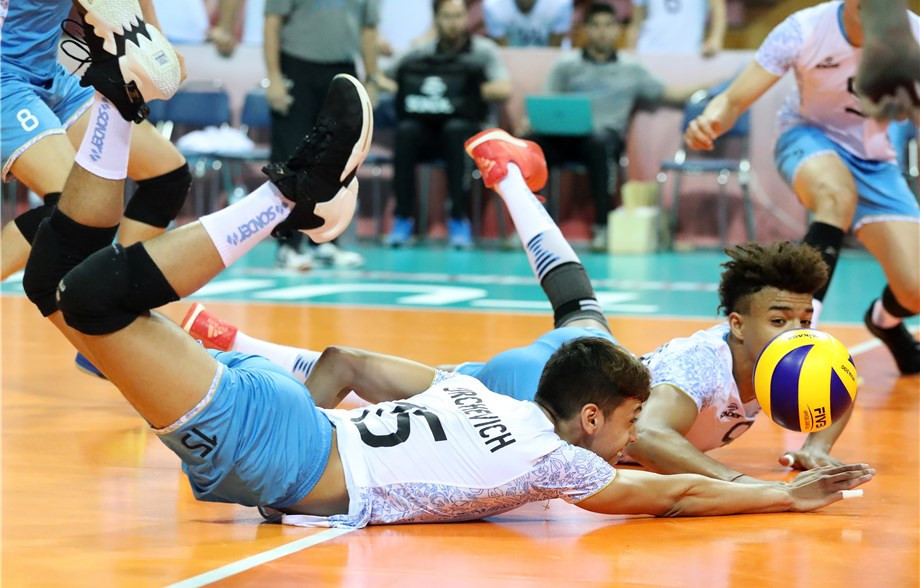 Argentina outlasted Bulgaria in a five-set clash ©FIVB