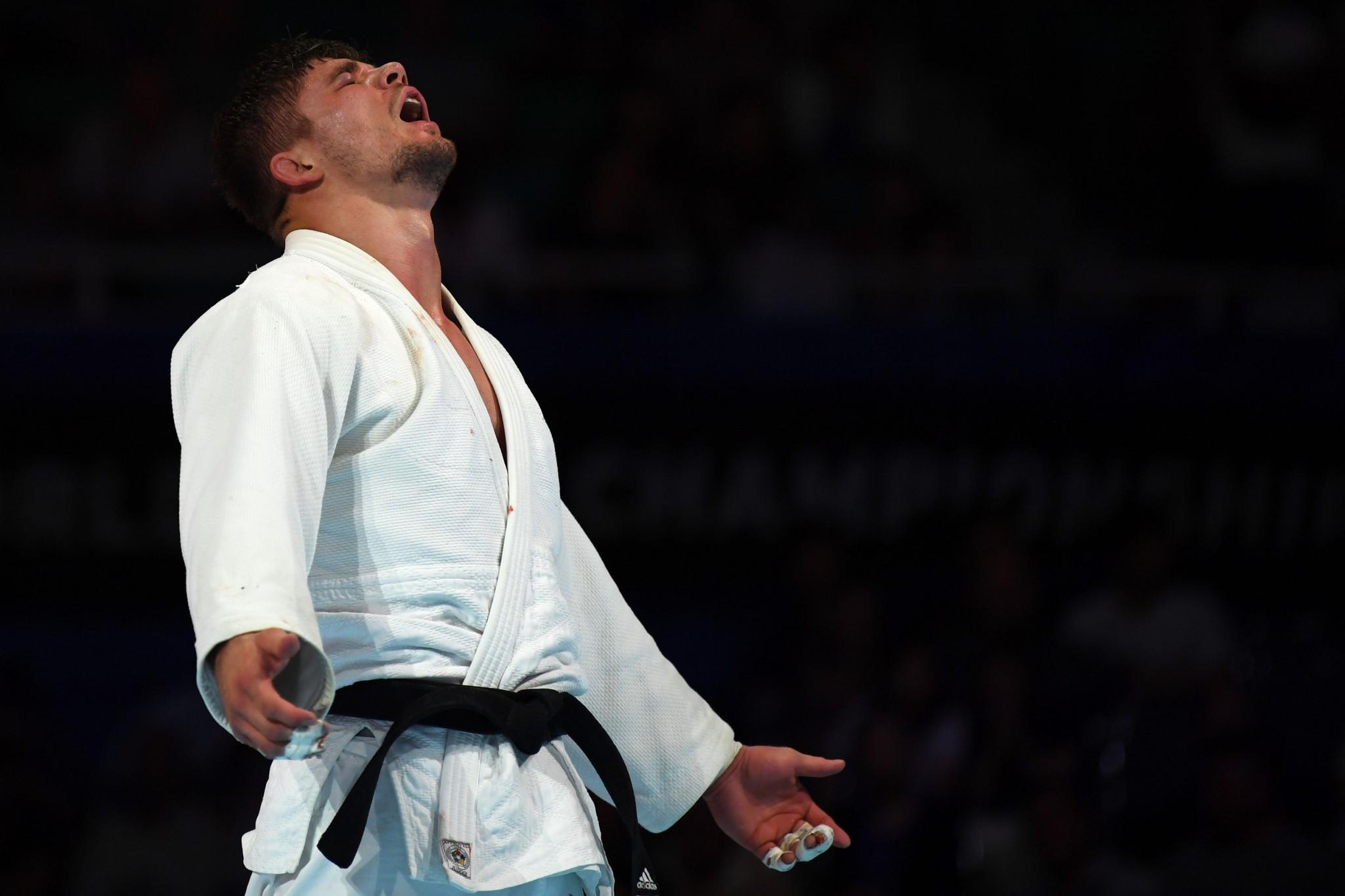 Noël van 't End celebrates victory after an enthralling under-90kg final ©Getty Images
