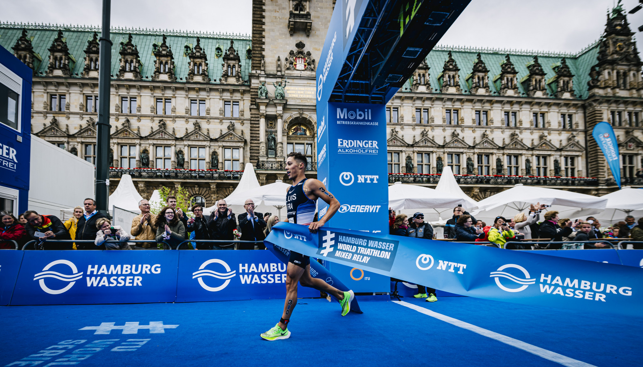 Luis and Zaferes poised for overall glory at World Triathlon Grand Final