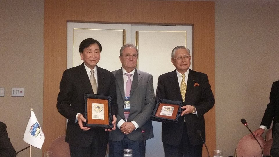 C K Wu (left) being presented by WBSC President Riccardo Fraccari during the Executive Board meeting