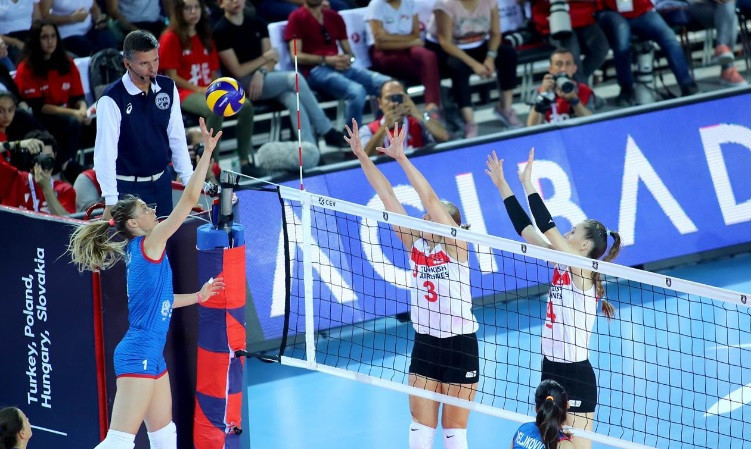 World champions Serbia fought back to beat Turkey ©CEV