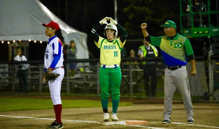 Brazil edged Cuba 6-5 in super-round action ©WBSC
