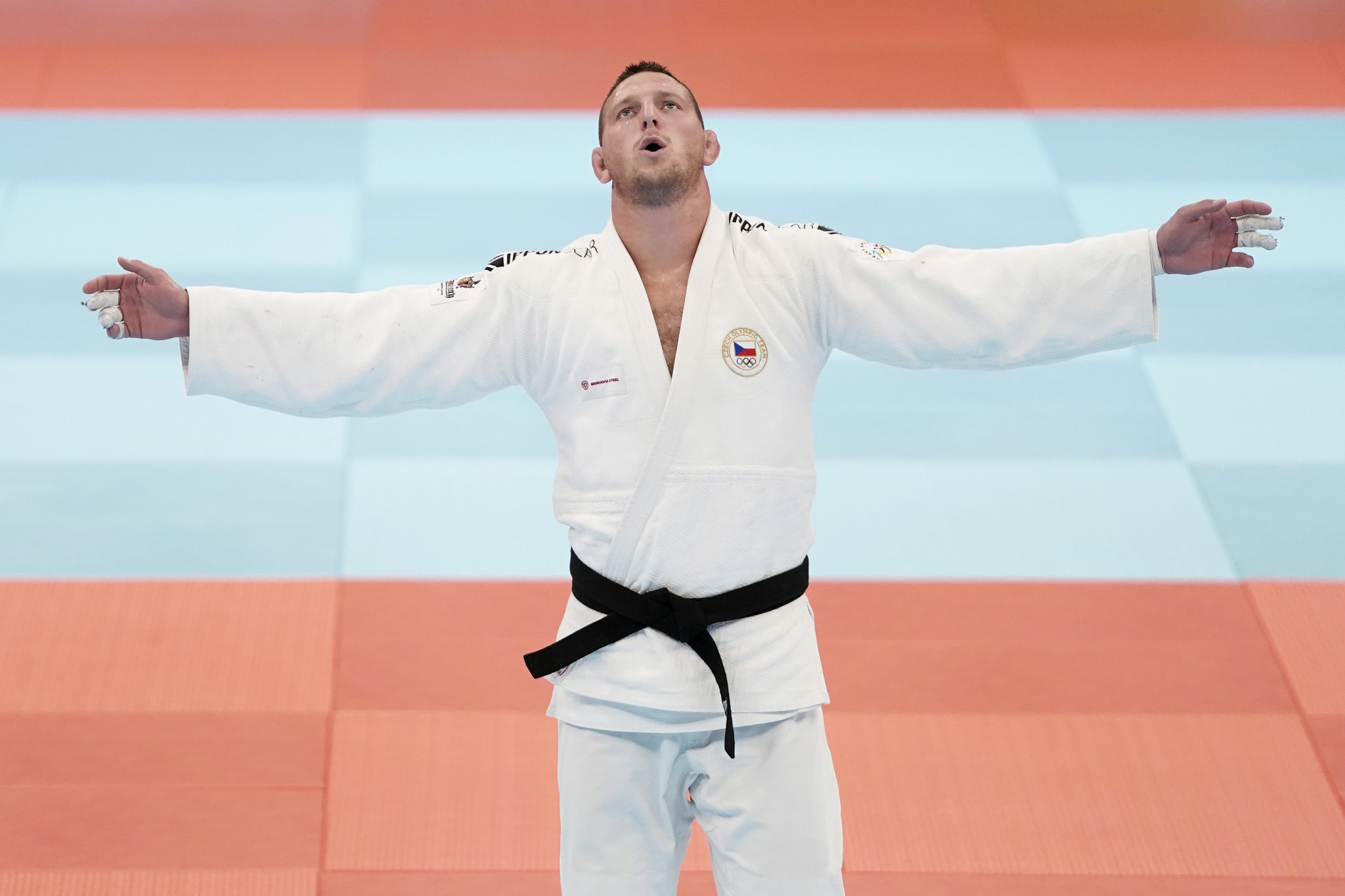 Krpálek becomes two-weight IJF world champion as Sone wins home gold