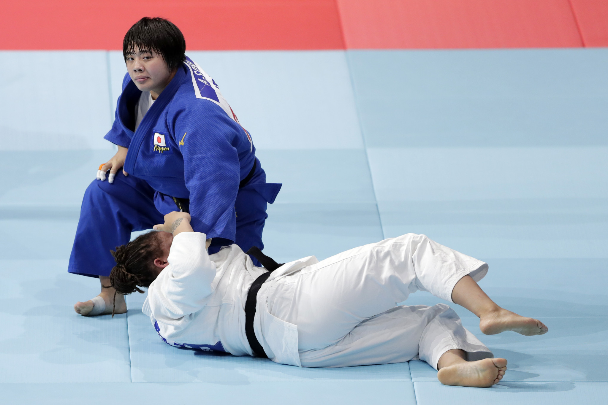 In the women's over-78kg, Japanese teenager Akira Sone, blue, claimed an astonishing home gold medal ©Getty Images