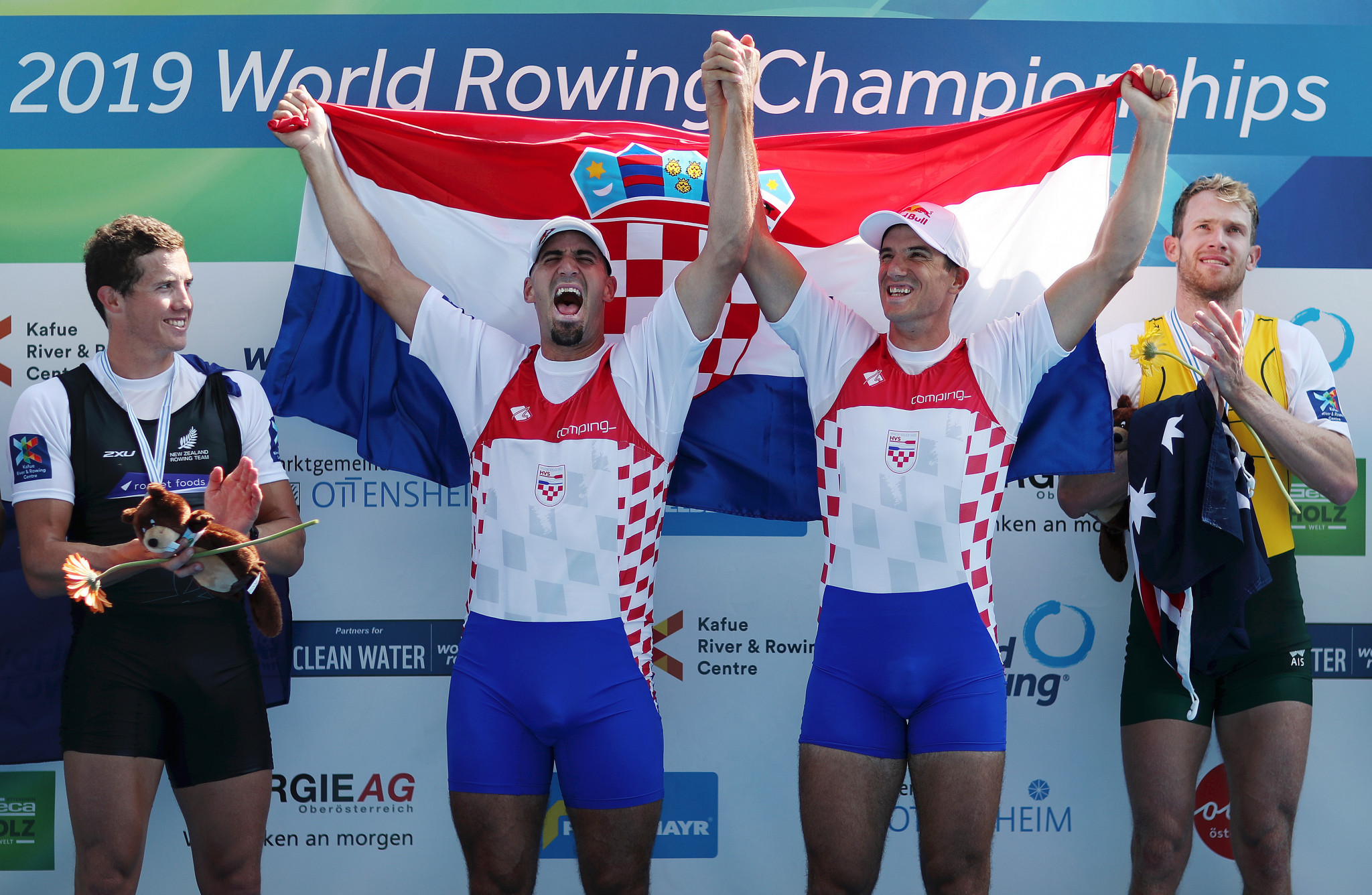 Valent and Martin Sinković retained their men's pair title ©Getty Images