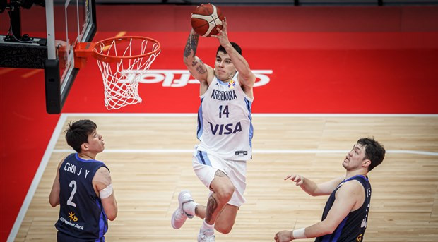 Argentina and South Korea in action in Wuhan at the FIBA World Cup that begun this weekend ©FIBA