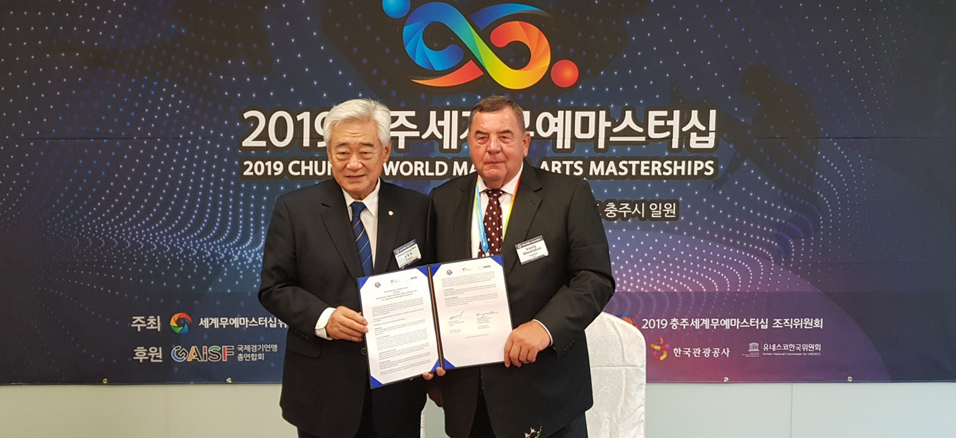World Taekwondo President Chungwon Choue and FIAS counterpart Vasily Shestakov signed the Memorandum of Understanding ©World Taekwondo