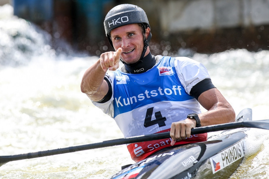 Vít Přindiš rolled back the years today in the men's K1 final ©Balint Vekassy/ICF