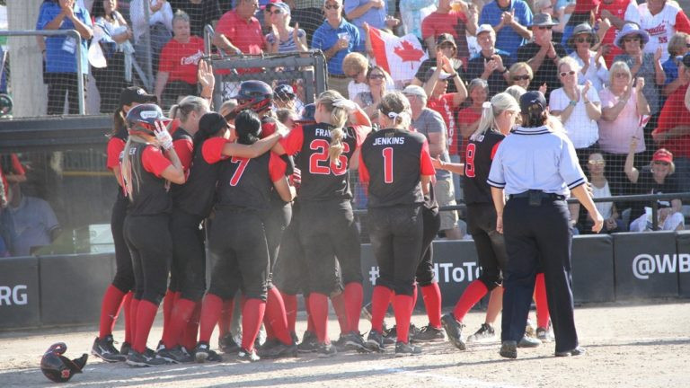 Canada celebrate booking their place at Tokyo 2020 ©WBSC