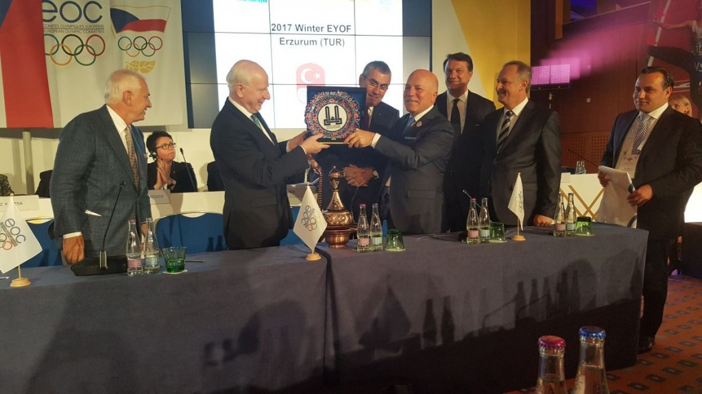 European Olympic Committees President Patrick Hickey received a gift from Mehmet Sekmen, Mayor of Erzurum, after it was agreed the Turkish city should host the 2017 Winter EYOF