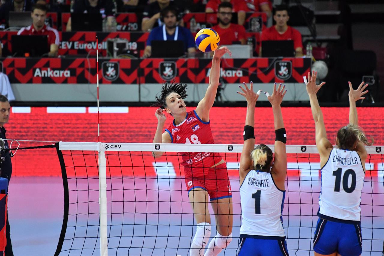 Serbia kept their title defence on track with victory against Italy in the semi-finals ©EuroVolley