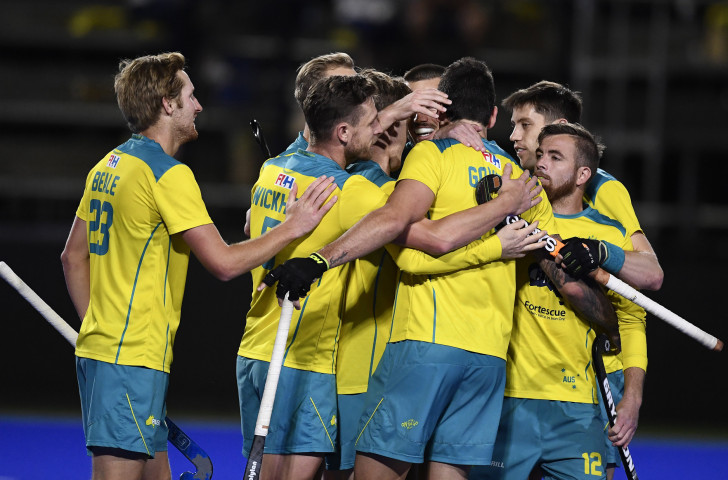 Australia's men congratulate scorer Blake Govers during their 3-0 win over New Zealand ©Getty Images