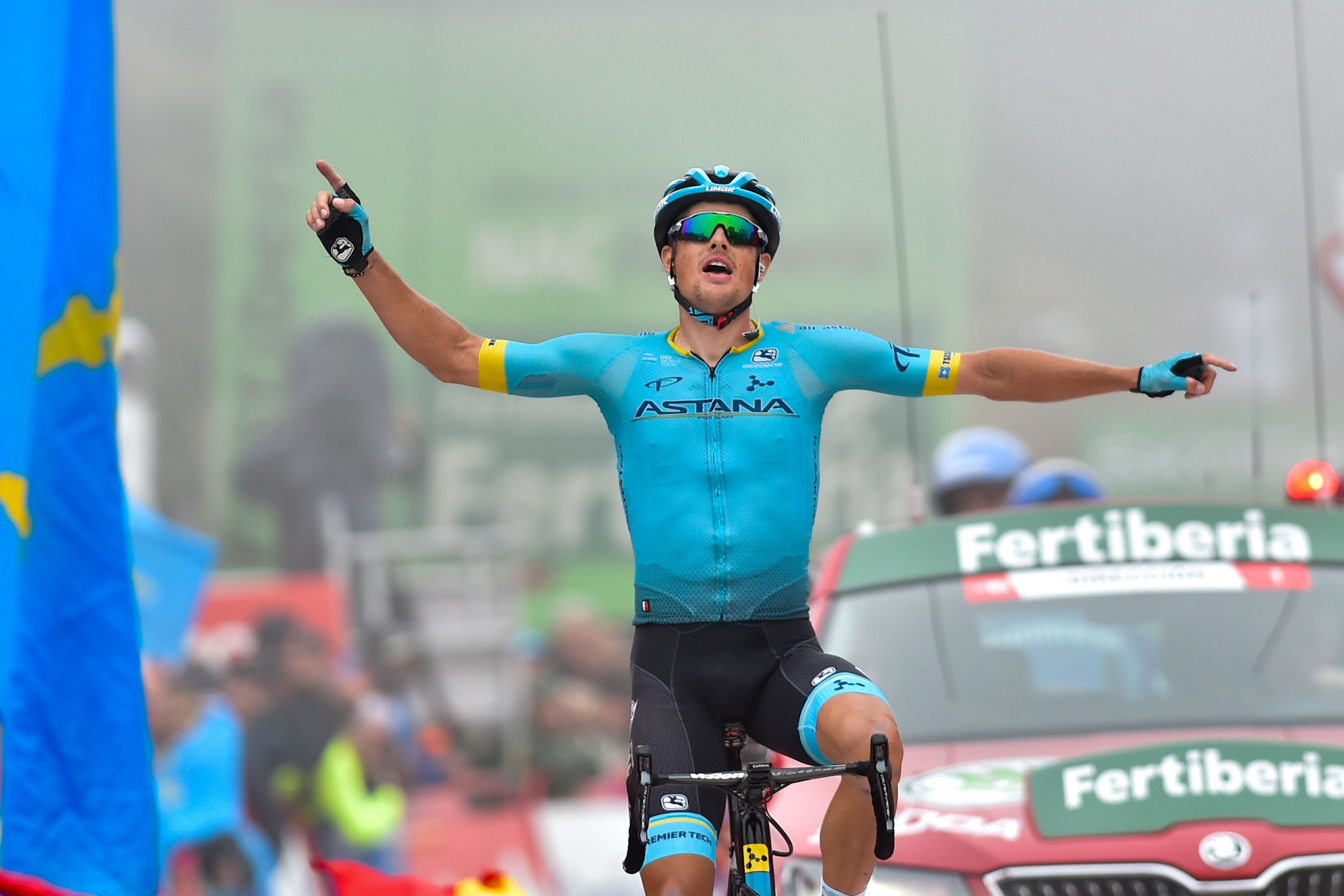 Fuglsang claims maiden Grand Tour victory as Roglič extends lead at Vuelta a España