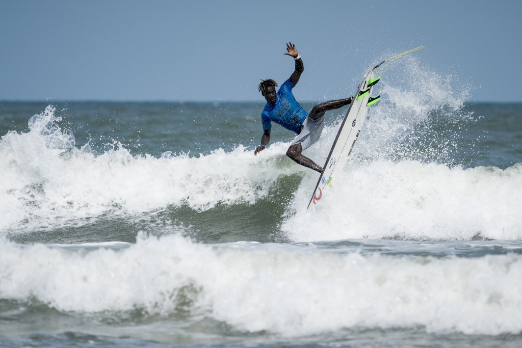 Men's action is continuing at the World Surfing Games ©ISA