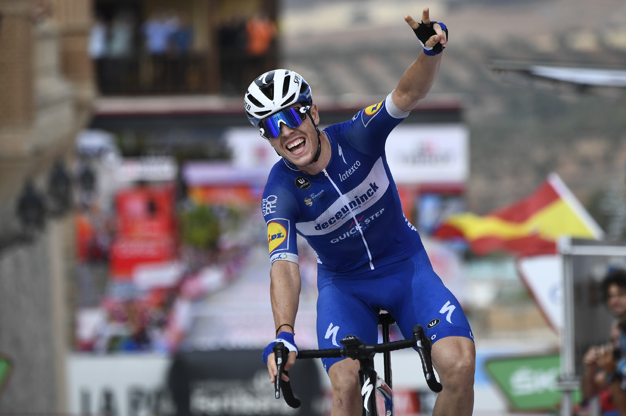 Cavagna wins controversial 19th stage at Vuelta a España