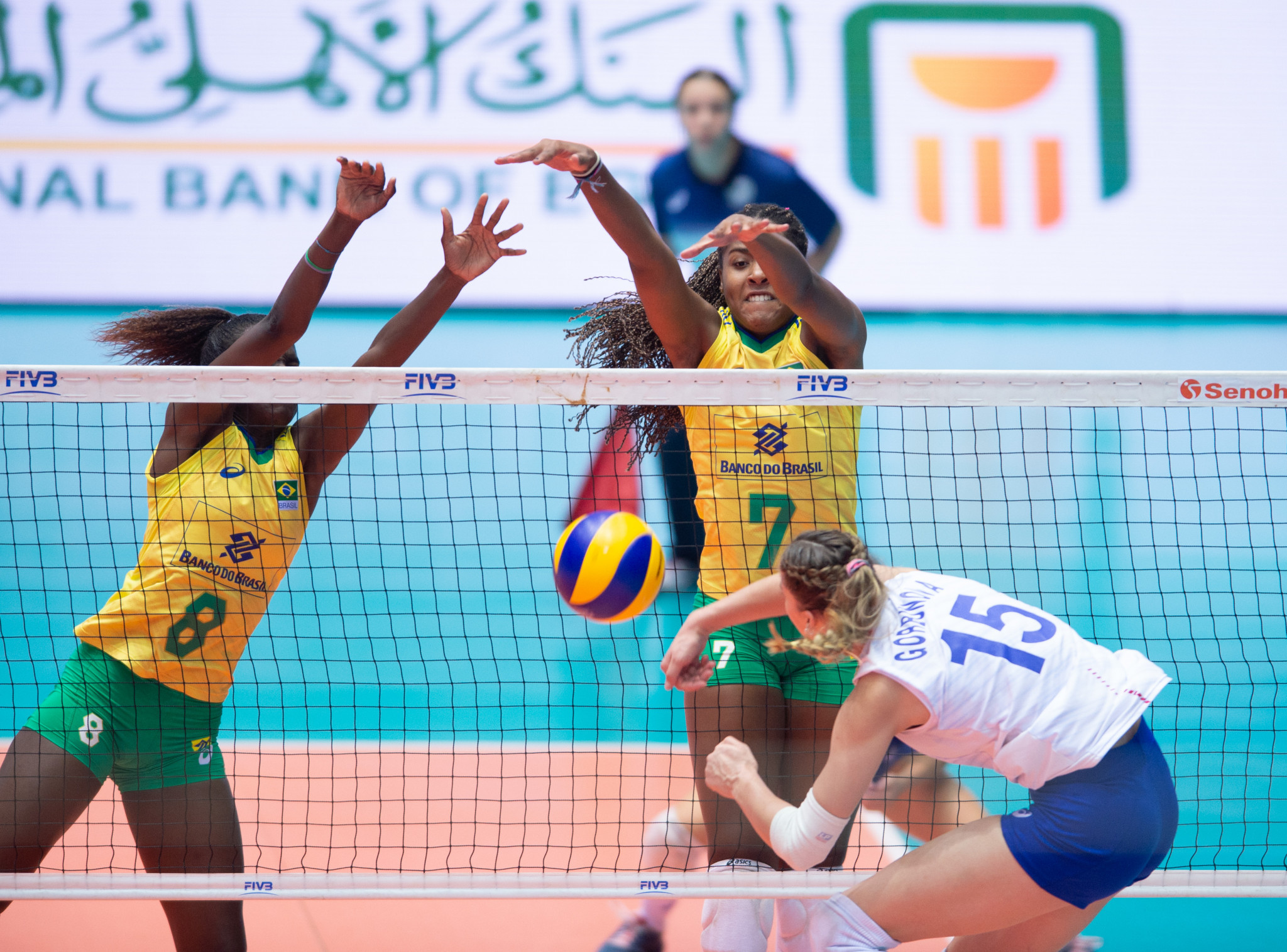 Brazil came from two sets down to beat Russia in their quarter-final ©FIVB