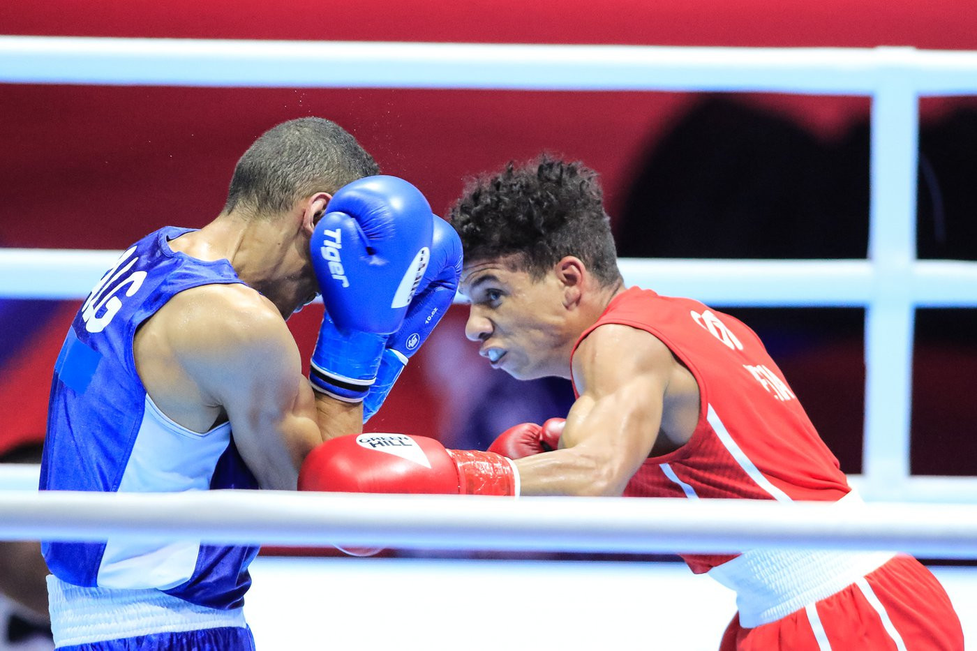 In the flyweight division, top seed and defending champion Yosvany Veitía of Cuba only just got past Mohamed Flissi of Algeria 3-2 ©Yekaterinburg 2019