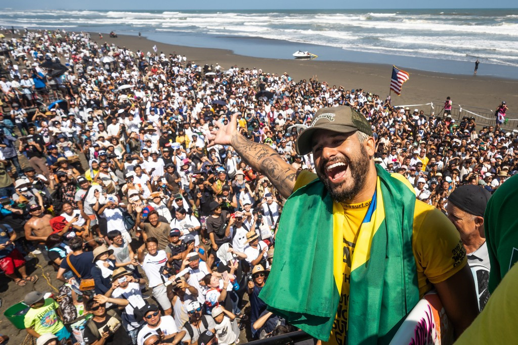 Ferreira's solo gold propels Brazil to team title at World Surfing Games