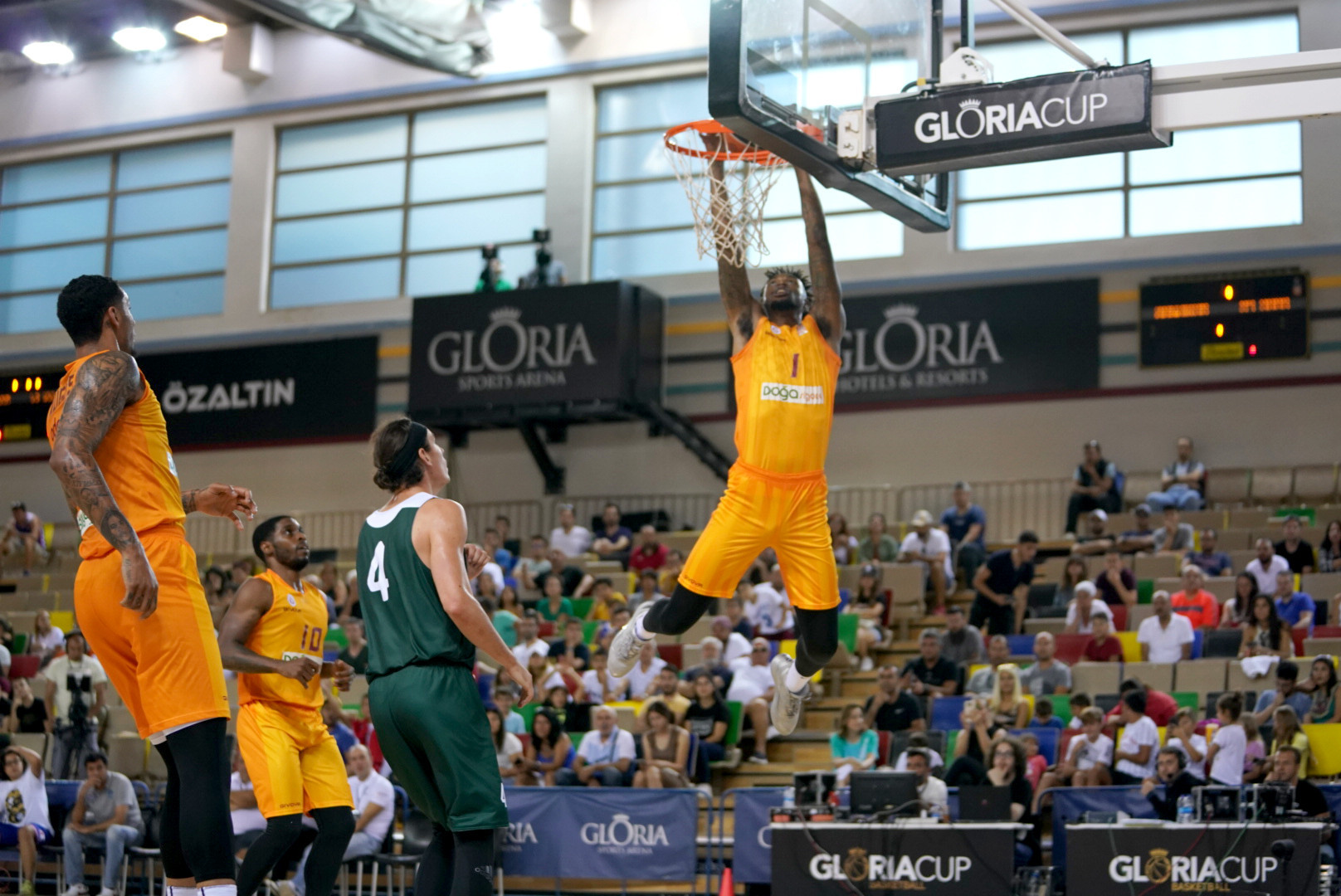 Greg Whittington of Galatasaray was ready to pounce for this rebound ©GSA