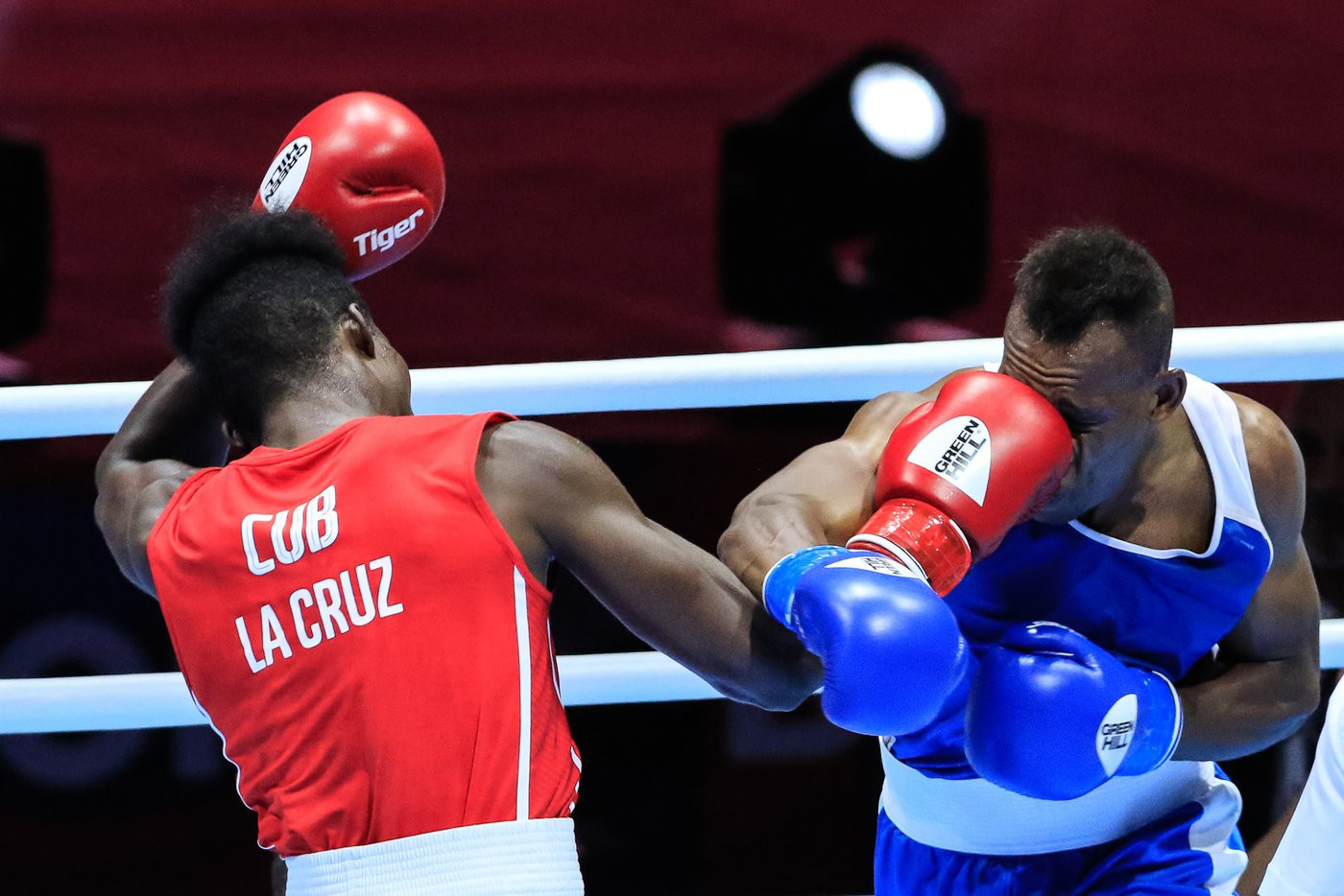 Cuba's four-time world champion, Julio La Cruz, won his opening light heavyweight bout at the AIBA World Championships ©Yekaterinburg 2019