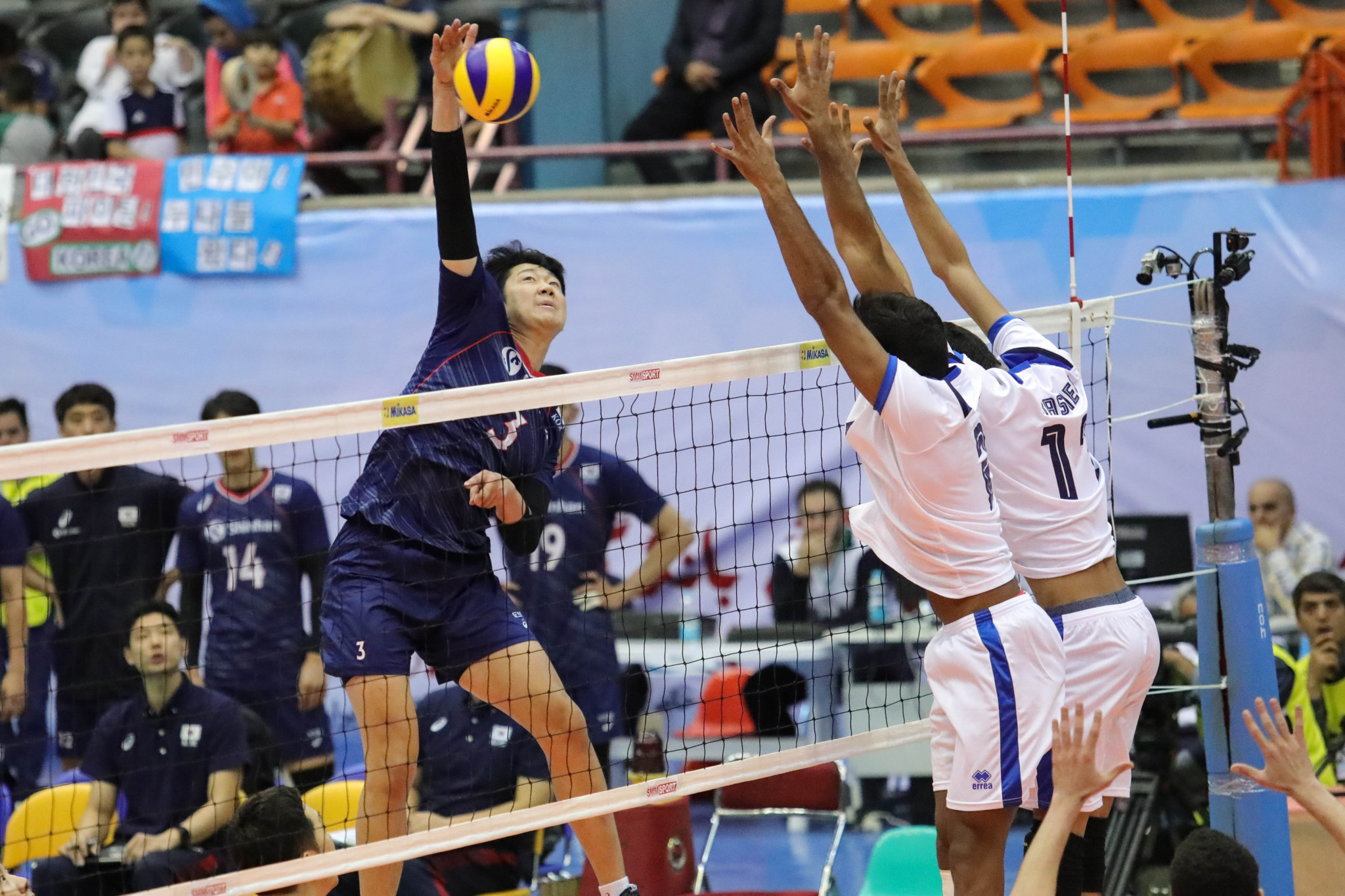 South Korea have also reached the second group stage at the Asian Men's Volleyball Championship in Iran with three wins out of three ©AVC