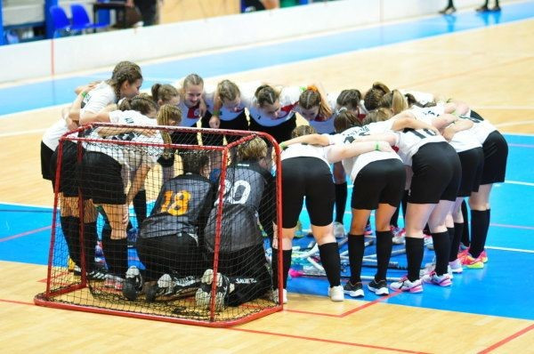Russia and Austria earn final places at Women's Under-19 World Floorball Championships