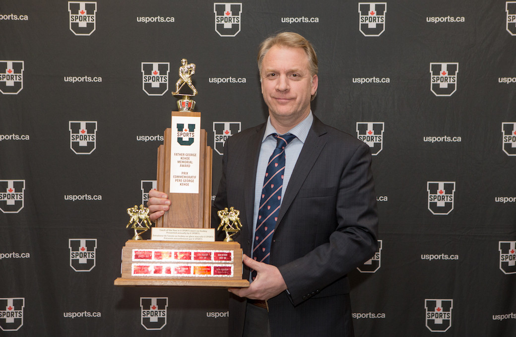 Kelly Nobes won the Father George Kehoe Memorial Award as U SPORTS coach of the year in 2017-2018 ©U SPORTS