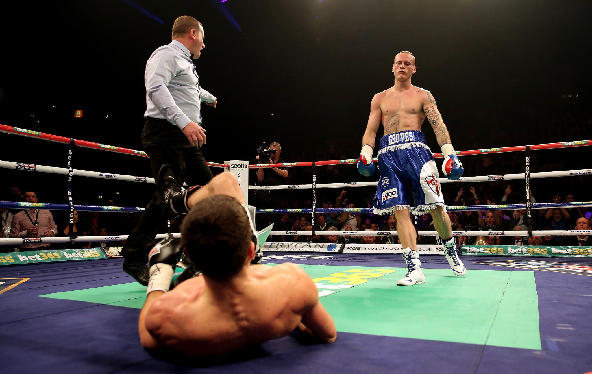 Carl Froch recovered from an early knockdown to beat George Groves in 2013 ©Getty Images