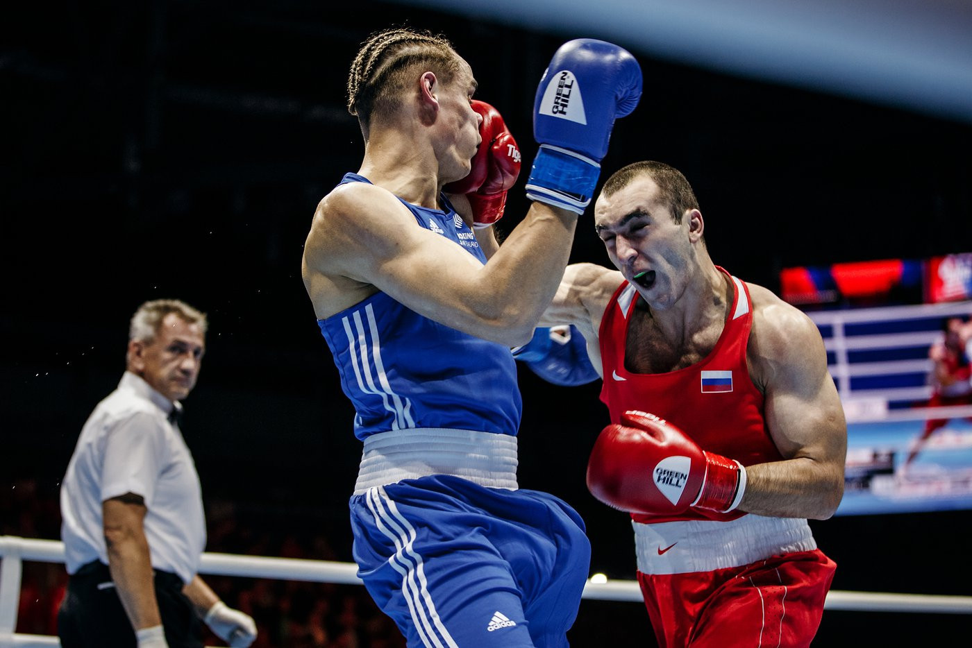 European champion Muslim Gadzhimagomedov, red,  got past David Nyika of New Zealand ©Yekaterinburg 2019