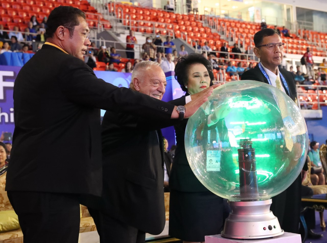 Tamás Aján was among those that sparked the Opening Ceremony show, along with the head of the Thai Amateur Weightlifting Association, Madam Boossaba Yodbangtoey, and Pattaya Mayor Sontaya Kunplome, left ©IWF