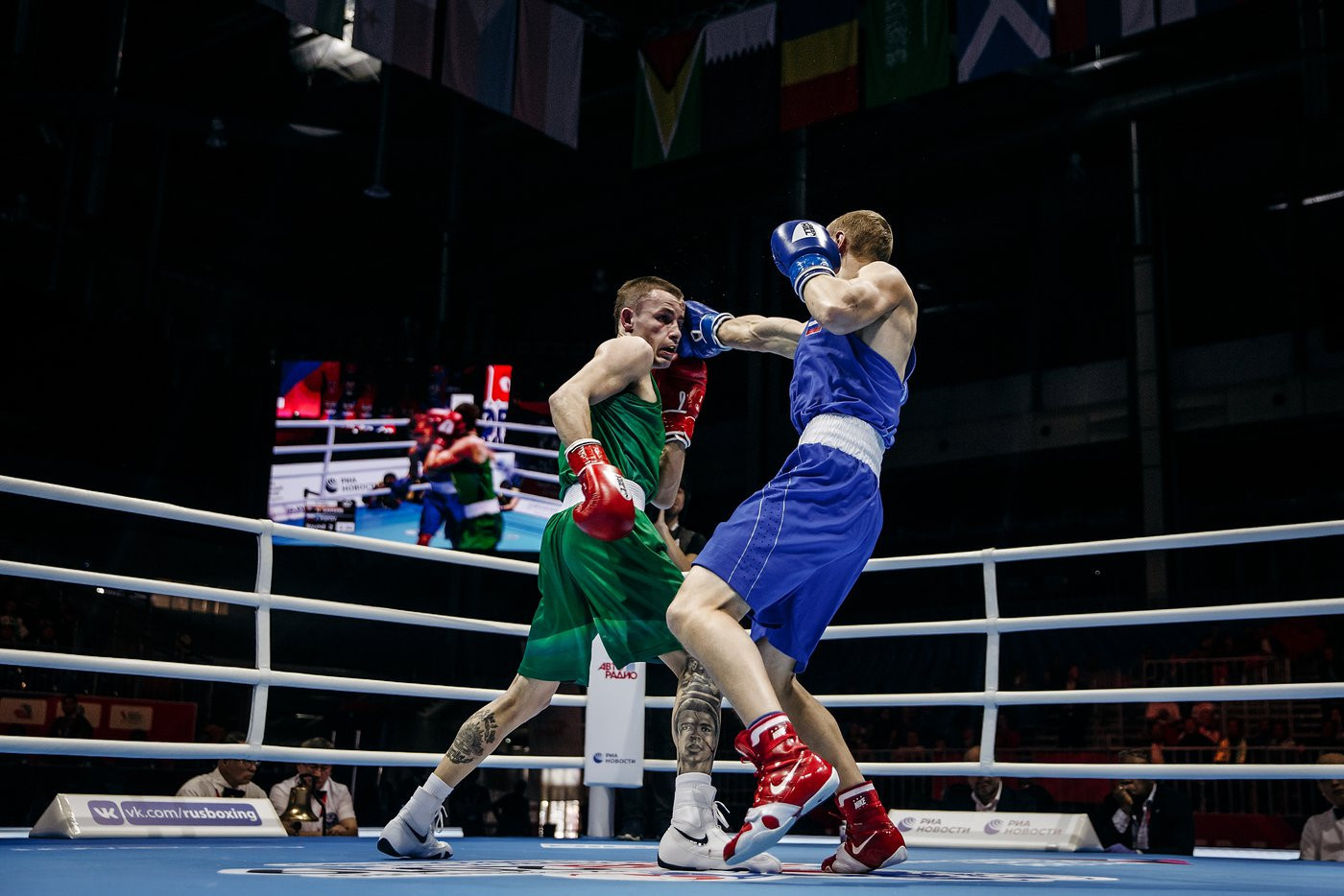Another victory went to Russia when Ilia Popov fought Australia's Harry Garside ©Yekaterinburg 2019