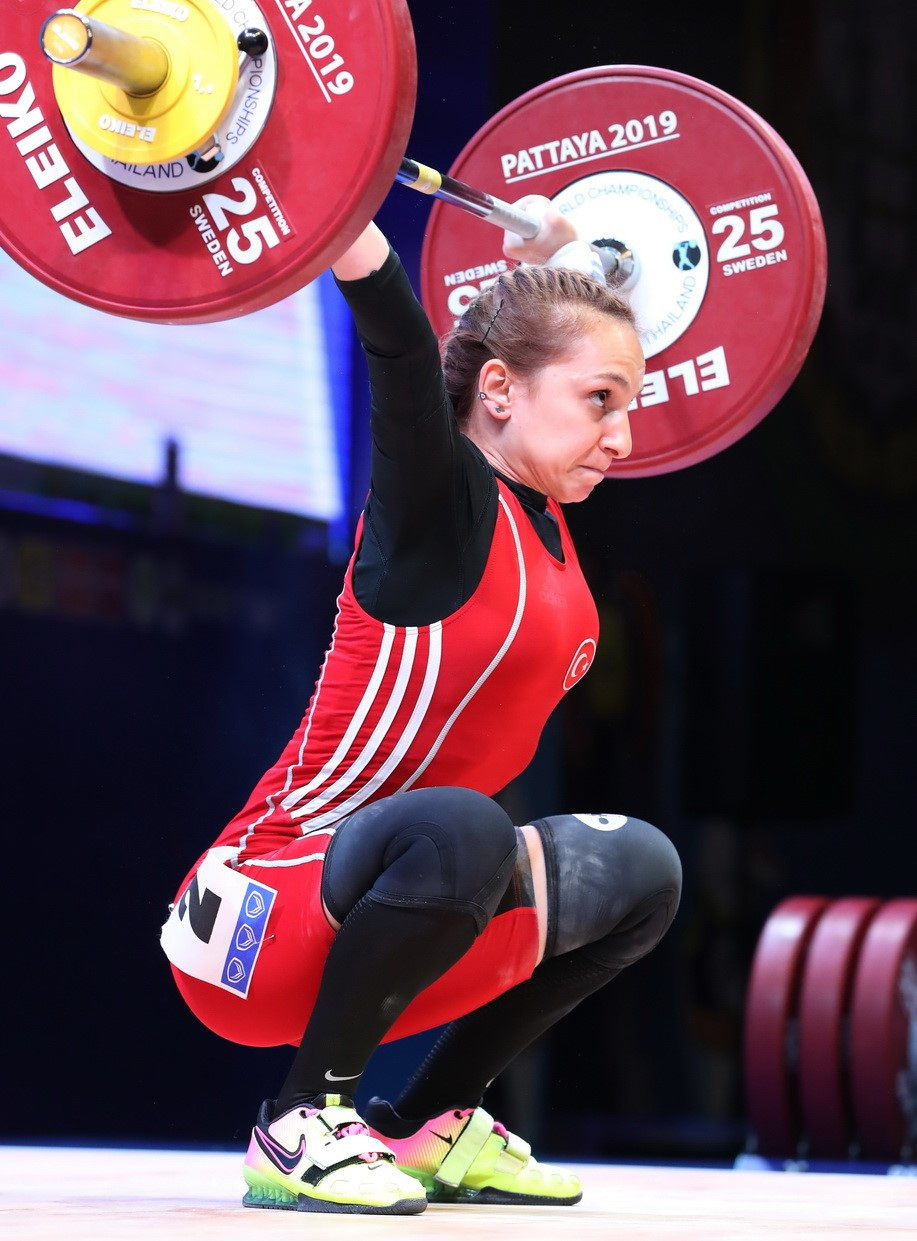 European champion Şaziye Erdoğan of Turkey triumphed overall in the women's 45kg event ©IWF