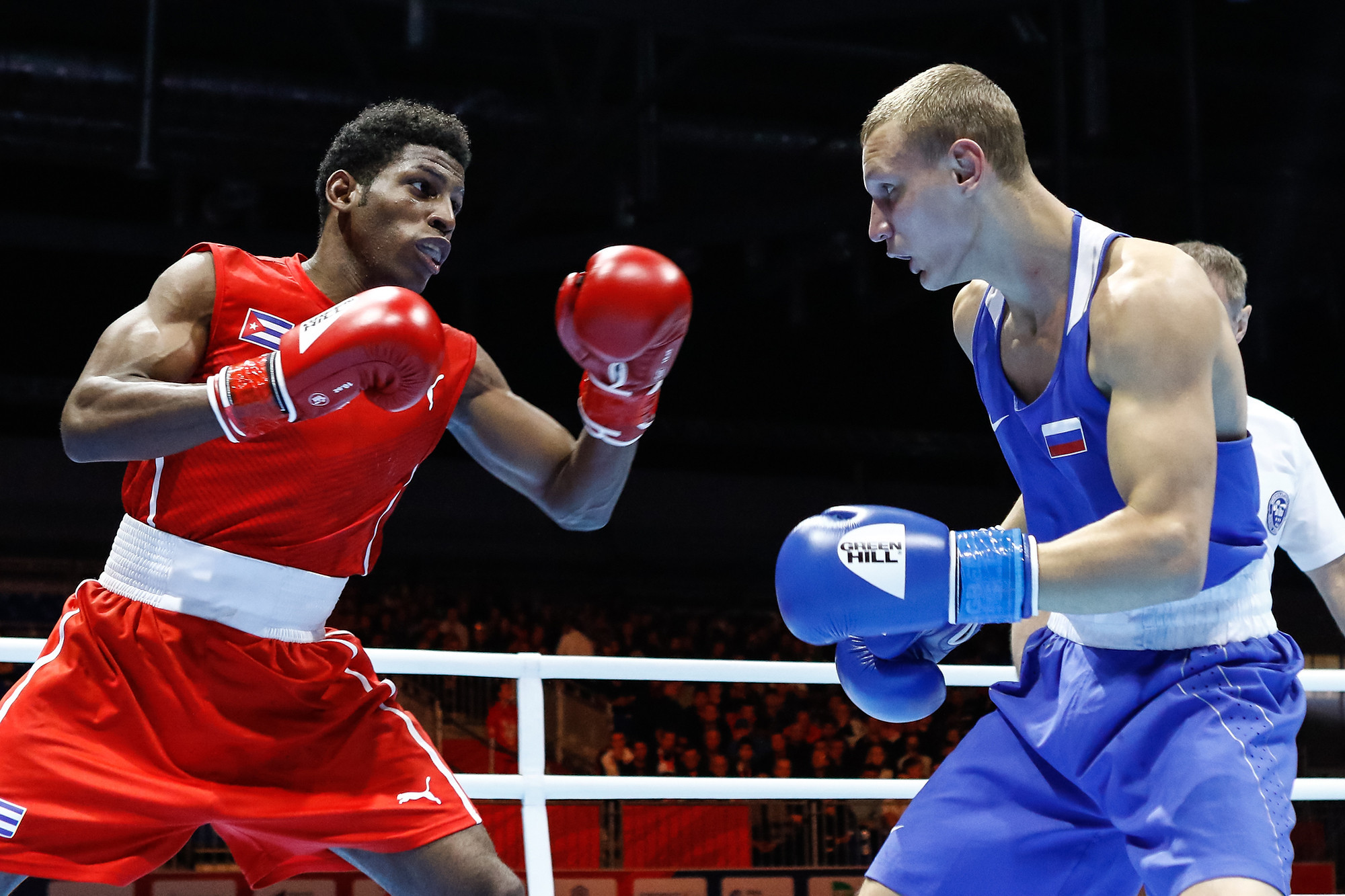 Ilia Popov was unable to replicate the feat of his compatriot Bakshi, losing unanimously to Cuba's Andy Cruz in the light welterweight division ©Yekateriburg 2019