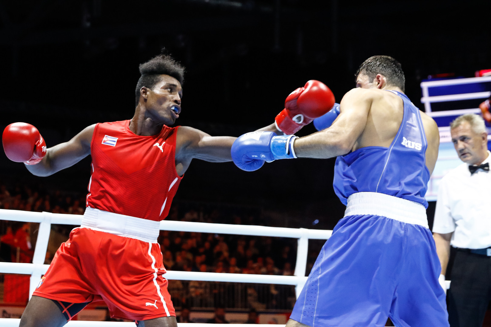 Cuba's Julio La Cruz continued his campaign for a fifth light heavyweight world title against Russia's Georgii Kushitashvili, the division's eighth seed ©Yekaterinburg 2019