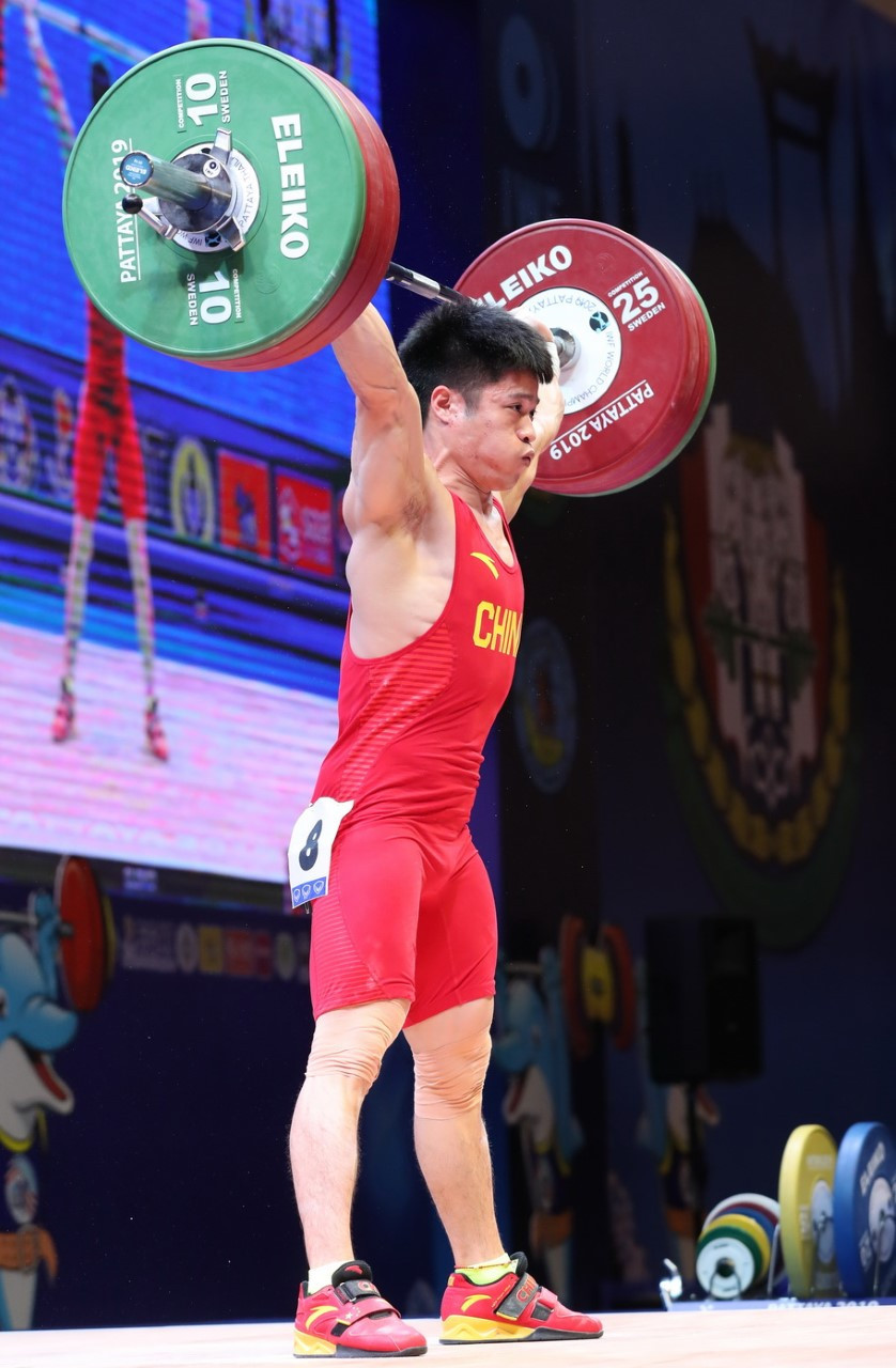 China's Li Fabin claimed a hat-trick of gold medals and two world records in the men's 61kg event ©IWF